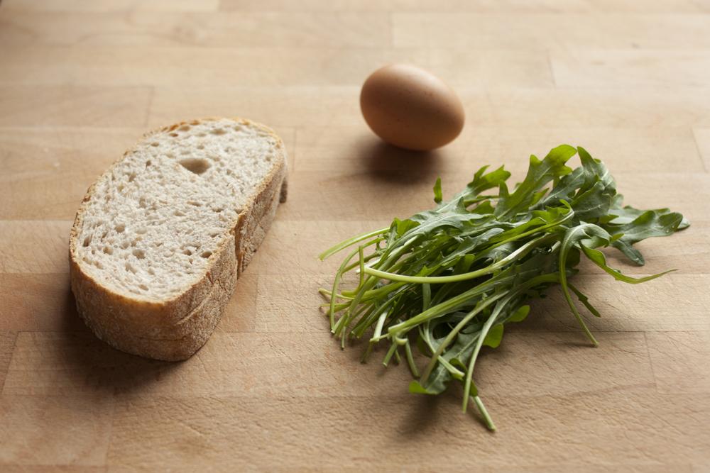"""rougeimaginaire: """"recept: toast met ei en rucola"""""""