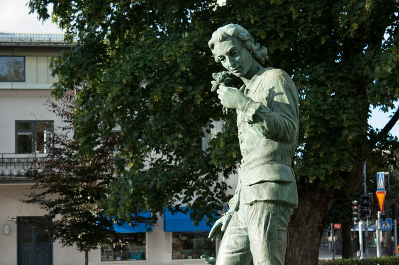 Linnaeus statue